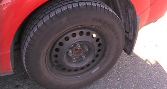 Vue sniow tire lock bolt
