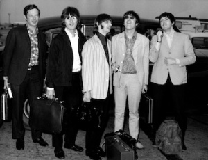 UNITED KINGDOM - JULY 08:  Photo of BEATLES and Brian EPSTEIN; L-R. Brian Epstein, George Harrison, Ringo Starr, John Lennon, Paul McCartney arriving back at Heathrow from their Far East Tour ending in Manila  (Photo by Cummings Archives/Redferns)