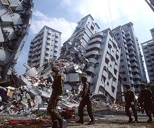 taiwan-earthquake-building-collapse-lg