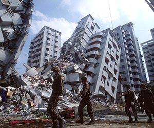 taiwan-earthquake-building-collapse-lg