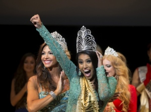 ashley-callingbull-wins-belarus-mrs-universe-aug-29-2015