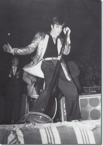 elvis_in_canada_on_stage
