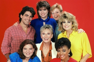 TV STILL -- DO NOT PURGE -- THE FACTS OF LIFE, (clockwise from top left): George Clooney, Nancy McKeon, Mackenzie Astin,  Lisa Whelchel, Kim Fields, Cloris Leachman, Mindy Cohn, (Season 8), 1979-1988, © Embassy Pictures / Courtesy: Everett Collection