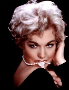 kim-novak-pearls