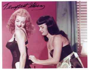 Tempest-Storm-and-Bettie-Page