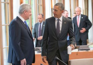 Canada's Prime Minister Stephen Harper and U.S. President Barack Obama (R) talk before a working session of a G7 summit at the hotel castle Elmau in Kruen, Germany, June 8, 2015. Leaders of the Group of Seven (G7) industrial nations vowed at a summit in the Bavarian Alps on Sunday to keep sanctions against Russia in place until President Vladimir Putin and Moscow-backed separatists fully implement the terms of a peace deal for Ukraine. REUTERS/Michael Kappeler/Pool
