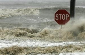 Hurricane_Gustav_Beach_Boulevard