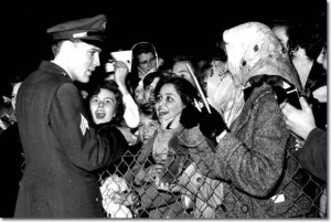 1960_march_3_elvis_presley_prestwick_airport_scotland_7_640