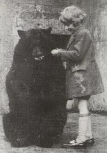 Christopher Robin_feeding_bear_20