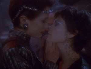 Intendant_kira_and_ezri_mirror_kiss