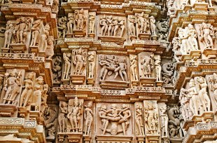 khajuraho-erotic-carvings