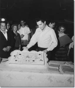 elvis-26th-birthday-with-cake