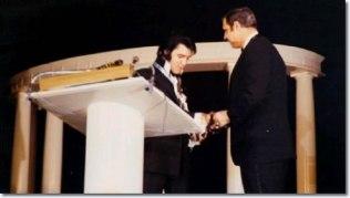 jaycees-award-elvis-podium-2