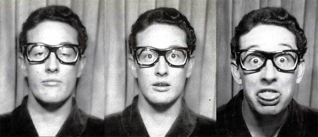 Buddy-Holly-in-a-photo-booth-at-Grand-Central-Station-1959.