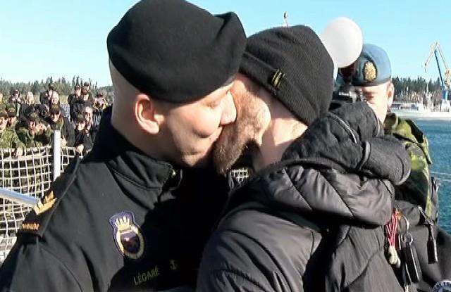 HMCS-Winnipeg-First-Kiss-e1456256832606