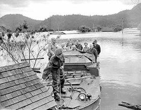 flood_1948_redcross_rescue