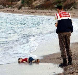 syrian-boy-drowns-off-coast-of-turkey